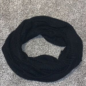 💝 black knitted scarf